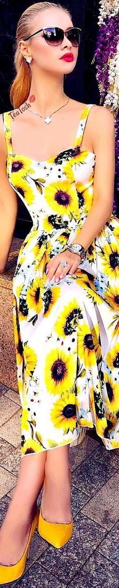 Yellow Fashion, Floral Fashion, Colorful Fashion, Party Fashion, Look Fashion, High Fashion, Womens Fashion, Black N Yellow, Color Yellow