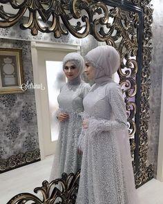 Hijab styles 318348267409667094 - Görüntünün olası içeriği: 1 kişi, ayakta Source by kristianarisset Muslimah Wedding Dress, Muslim Wedding Dresses, Bridesmaid Dresses, Dress Wedding, Hijab Gown, Hijab Style Dress, Wedding Hijab Styles, Simple Hijab, Hijab Fashion