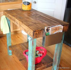 pallet island reclaimed wood http://bec4-beyondthepicketfence.blogspot.com/2014/03/island-time.html
