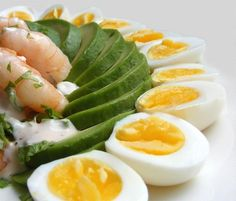 Prawn Cocktail with Quail Eggs and Mary Rose Sauce Low Carbohydrate Diet, Low Carb Diet, Paleo Diet, Lchf Diet, Ketogenic Diet, Egg Recipes, Low Carb Recipes, Fish Recipes, Salad Recipes