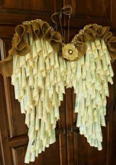 New Book Page Wreath Angel Wings Ideas Cute Crafts, Crafts To Do, Arts And Crafts, Diy And Crafts, Geek Crafts, Burlap Projects, Burlap Crafts, Craft Projects, Old Book Crafts