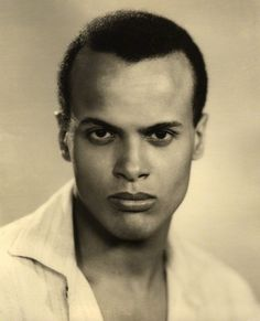 Harry Belafonte March 1927 Singer/Actor Harry Belafonte is born in New York. HARRY BELAFONTE is the son of Caribbean-born immigrants, he became one of the most popular vocalists of the postwar era. Hollywood Actor, Classic Hollywood, Old Hollywood, Hollywood Glamour, Harry Belafonte, Olivia De Havilland, Sunset Boulevard, Calypso Music, Lionel Richie