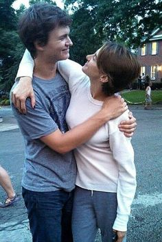 Ansel Elgort and Shailene Woodley on the tfios set