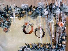 Idee creative per vetrine natalizie online fai da te. Acquisto anline all'ingrosso addobbi per decorare la tua vetrina. Stupisci i tuoi clienti!
