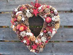 Vánoční+srdce+-+červené..+Srdce+ze+slámy,+velikost+30+cm.+Trvanlivá+dekorace.