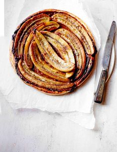Toffee Banana Tart Recipe Banana and toffee is a classic flavour combination. Try it in this impressive-looking, delicious, sticky tart and serve it with a decadent toffee cream for extra indulgence