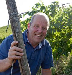 Seit 1984 führt Stefan Rumpf das Familienweingut #Kruger-Rumpf in Münster-Sarmsheim im #Nahetal. Auf insgesamt sechs ruhigen, sonnenreichen Lagen baut er heute zusammen mit seinem Sohn Georg Rumpf vor allem #Riesling an. Durch die besondere Bodenvielfalt der Lagen produziert das Weingut beeindruckend gehaltvolle Weine. Einen ausführlichen Steckbrief des Traditionsbetriebs findet ihr auf http://www.vicampo.de/weingut-kruger-rumpf