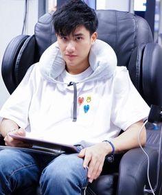 Quotes Rindu, Thai Tea, Dream Boy, Thai Drama, Asian Actors, Handsome Boys, Boyfriend Material, Cute Boys, Dark Blue