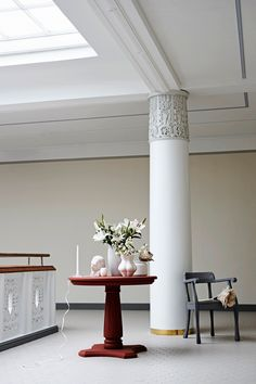 photo Tuomas Kolehmainen, styling Anna-Kaisa Melvas/Glorian Koti Anna, Vase, Candles, Lighting, Home Decor, Style, Swag, Decoration Home, Light Fixtures