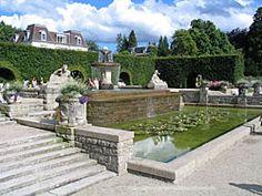 Dieser Springbrunnen liegt inmitten des Rosengartens in der Gönneranlage Baden-Baden. Es ist ein wundervoller Spaziergang von etwa 15 Minuten durch die Lichtentaler Allee. http://www.hotel-am-sophienpark.de