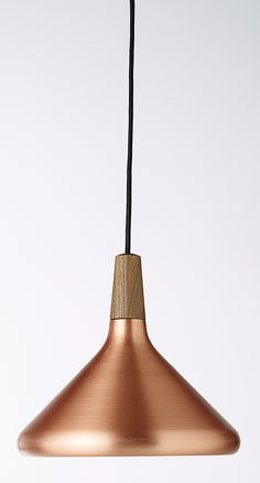 Une suspension en cuivre avec une touche de bois pour une déco ultra tendance…