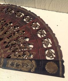RARE AnTiQuE INTRICATE HAND CARVED CHINESE ASIAN FIGURAL WOODEN FAN / AMAZING!