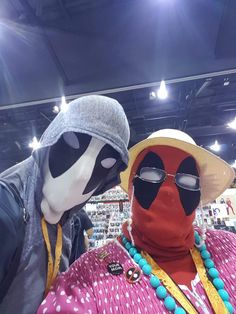 """Phoenix Comic-Con 2017: """"They can ban our props, but they can't ban nanas!"""""""