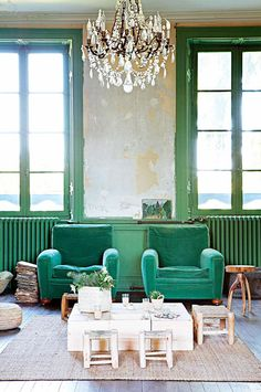 Green velvet | 12th-century french chateau with eclectic vintage decor | sfgirlbybay | Nail the green trend with Bemz | www.bemz.com