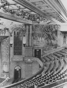 38 pictures showing how British cinemas have changed in the past 100 years Das Königliche Kino, Marble Arch, London, um 1928 Cinema Theatre, London Theatre, Arts Theatre, Vintage London, Old London, Harbor Lights, London Photos, West End, Silent Film