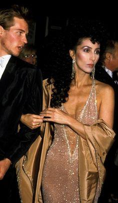 Cher (in Bob Mackie) with Val Kilmer at The Academy Awards Oscar Fashion, 70s Fashion, Vintage Fashion, Val Kilmer, Divas, Cher Bono, Actrices Hollywood, Bob Mackie, Inspiration Mode