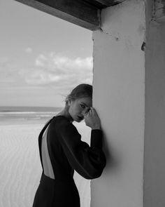 Wind in her hair — Namelazz Model Poses Photography, Photography Women, Editorial Photography, Street Photography, Fashion Photography, Book Modelo, Fashion Poses, Photo Poses, Black And White Photography