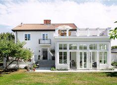 Future House, Screened Porch Designs, Sunroom Addition, House Extensions, Villa, Home Reno, House Goals, Home Fashion, My Dream Home