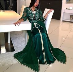 CAFTAN ROBES Morrocan Dress, Moroccan Caftan, Style Marocain, Middle Eastern Fashion, Arabic Dress, Caftan Dress, Medieval Dress, Muslim Girls, Bridal Outfits
