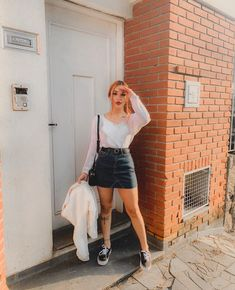 stunning street styles ideas for women in the world 1 ~ thereds. Girl Fashion, Fashion Looks, Fashion Outfits, Womens Fashion, Date Outfits, Casual Outfits, Shooting Photo, Cute Skirts, Casual Looks