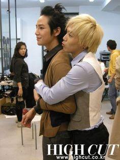 I love this show. Hwang Tae-kyung played by Jang Keun-suk and Jeremy played by Lee Hongki from FTIsland :)