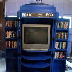 Image of the Day: Brilliant homemade TARDIS Snuggie | Blastr
