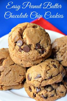 Easy Peanut Butter Chocolate Chip Cookies - YUM! #cookies #peanut butter #peanut butter cookies