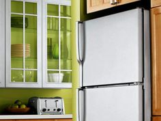 Do you want to remodel your kitchen, but can't afford new appliances? Consider using paint to get the high-end look of stainless steel.