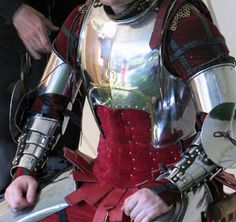 Tobi's 15th Century Heroic kit. Interested in the harness usually hidden by his spaulders.