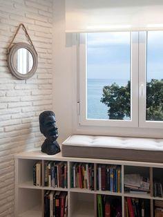Banco para la ventana con vistas al mar