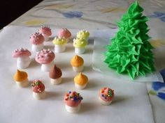 Decorazioni funghi in glassa reale (Decorations mushrooms in royal icing) by ItalianCakes - YouTube