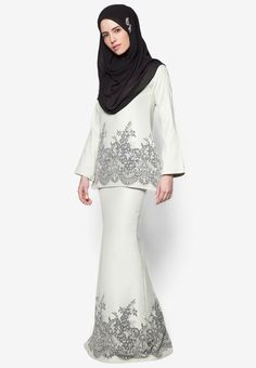 Baju Kurung Taffeta from SAWDAA BY MIZZ NINA in grey and white_2 More Islamic Fashion, Muslim Fashion, Hijab Fashion, Girl Fashion, Womens Fashion, Fashion Muslimah, Lovely Dresses, Modest Dresses, Modest Outfits