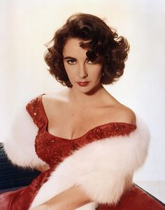 Find a complete guide to Elizabeth Taylor paper dolls, from free and printable Liz Taylor paper dolls online, to beautiful paper doll books. There are many glamorous Elizabeth Taylor paper sets around, which first began appearing in the You. Divas, Old Hollywood Glamour, Classic Hollywood, Hollywood Cinema, Old Hollywood Actresses, Hollywood Hair, Vintage Hollywood, Edward Wilding, Violet Eyes