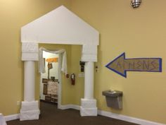 Entrance to classroom hallway Ancient Rome, Ancient Greece, Greece Party, Voyage Rome, Toga Party, Vbs Themes, Vacation Bible School, Greek Art, Thinking Day