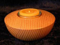 Schlicht und schön - dieser gedrechselte Teelichthalter aus Robinie...  http://de.dawanda.com/product/39592282-Teelichthalter-Robinie-gedrechselt