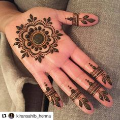 "84 Likes, 2 Comments - HennaFamily (@hennafamily) on Instagram: ""#follow us @hennafamily #hennafamily #Repost @kiransahib_henna ・・・ A very simple mandala for…"""