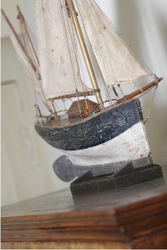 Drewniany model jachtu, model żaglowca z drewna, morski wystrój wnętrz, żeglarskie dekoracje, nautyczne dodatki, marynistyczne dekoracje, drewniany model jachtu, żeglarski prezent, pamiątkowa marynistyczna dekoracja, morski wystrój wnętrz, żeglarskie dodatki, morskie upominki, żeglarski styl, prezent dla Żeglarza, marynistyczny upominek _ Marynistyka.org, ⛵ Marynistyka.pl, ⚓ Marynistyka.waw.pl Sklep.marynistyka.org ⚓ #Marynistyka