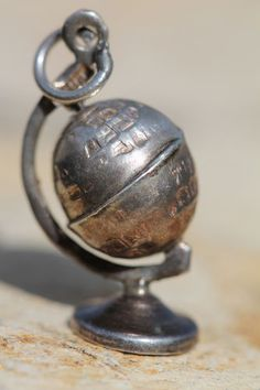 VINTAGE 925 STERLING SILVER MEXICAN MECHANICAL GLOBE EARTH CHARM FOR BRACELET