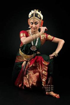 Dance Photography Poses, Dance Poses, Sari Dress, Saree Blouse, Country Dance, Dance Art, Wonder Woman, Photoshoot, Culture