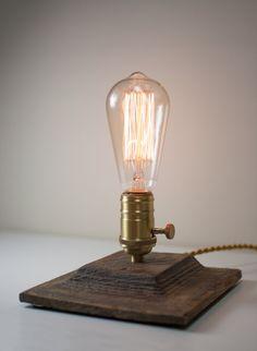 Steampunk desk lamp - Reclaimed wood - Wooden Table Lamp -  Edison bulb de LuzDelBosque en Etsy