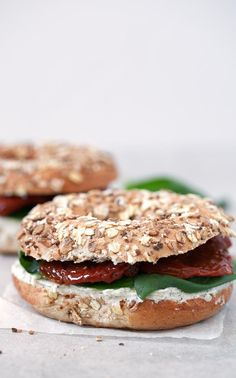 This vegan bagel sandwich is ready in less than 10 minutes and is perfect if you want something delicious, quick and easy to make.