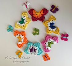 Crochet Butterfly Free Pattern-Video: crochet a eight pointed flower and fold them into a butterfly. Pattern in English and Spanish. Crochet Butterfly Free Pattern, Crochet Flower Patterns, Crochet Motif, Crochet Flowers, Crochet Stitches, Knit Crochet, Crochet Toys, Crochet Crafts, Easy Crochet
