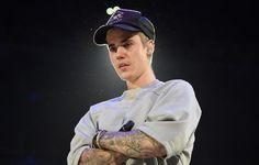 Unmittelbar nach den Anschlägen von Paris ließ Justin Bieber auf der Bühne im Staples Center von Los Angeles seinen Tränen freien Lauf.