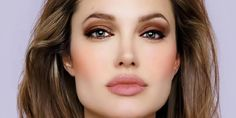 How to make your lips bigger? Ways to get great lips. Ways to get bigger lips naturally. Ways to make your lips look bigger. Tips and tricks to get fuller lips. Bob Wedding Hairstyles, Bob Hairstyles For Fine Hair, Formal Hairstyles, Hairstyle Men, Men's Hairstyles, Le Jolie, Angelina Jolie, Oblong Face Hairstyles, Oblong Face Shape