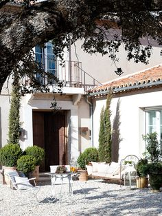 La casa de los Tomillares Outdoor Spaces, Outdoor Living, Outdoor Decor, Spanish Exterior, Porch And Terrace, Courtyard Landscaping, Spanish Garden, Luxury Services, Contemporary Garden