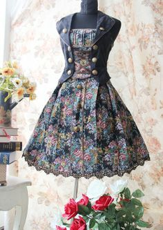 Vintage Lolita Sleeveless Flower Jumper which could be worn together with blouse.