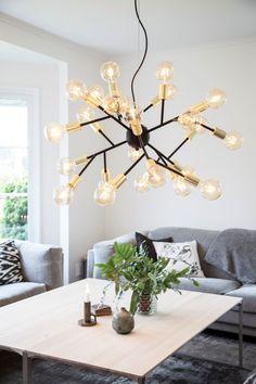 Hero Pendel Lampe Sort/Messing - By Rydéns Home Design, Ceiling Lamp, Ceiling Lights, Fabric Softener Sheets, Beautiful Color Combinations, Spotlights, Scandinavian Interior, Scandinavian Lighting, Pendant Lamp