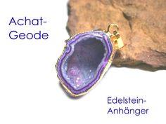 **Edelstein in Gold getaucht**: Galvanisch vergoldeter Edelstein (echte Achat-Geode) mit Anhänger-Öse. Der Edelstein-Anhänger hat eine wunderschöne violette Farbe, die durch die Vergoldung erst...