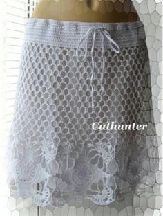 Buenas noches 💤🌙😘😴 el día de hoy andando por web me encontré esta linda falda muy sencilla de realizarse está tejida a gancho en las fot...