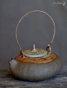 Risultati immagini per tri lukne pottery Pottery Teapots, Teapots And Cups, Ceramic Teapots, Ceramic Clay, Ceramic Pottery, Pottery Art, Wabi Sabi, Earthenware, Stoneware